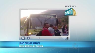 VC no MGTV: Moradores de Santa Bárbara do Tugúrio protestam contra valor de passagem - Passageiros usam o ônibus da Empresa Unida até Barbacena para trabalhar. Empresa disse que valor é adequado, mas o Departamento de Estradas de Rodagem (DER) estuda para ver se ele pode ser reduzido.