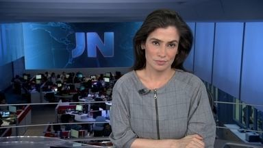 JN destaca o ataque que matou dois jornalistas durante transmissão ao vivo nos EUA - Atirador morre no hospital logo depois do ataque. Campanha tenta proibir o porte de armas por crianças nos EUA. Saiba quem ganha e quem perde com a alta do dólar no Brasil.