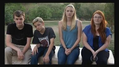 Campanha nos EUA tenta proibir uso de armas automáticas por crianças - Foi num clube de tiro do Arizona que as vidas de duas famílias mudaram para sempre - um ano atrás. Nos Estados Unidos, uma menina de apenas 9 anos matou, por acidente, o instrutor de tiros.