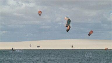 Grupo aproveita ventos e lagos cheios no Maranhão para praticar kitesurf - No nordeste do país, o período é propício a ventos fortes. No Maranhão, as chuvas que já caíram por lá encheram as lagoas no Parque Nacional dos Lençóis. O cenário e as condições são perfeitas para um grupo que pratica kitesurf.