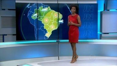 Sem previsão de chuva, reservatórios de SP entram em estado crítico - O Sistema Canteira chegou a ficar estável com a chuva de quinta (27), mas o nível caiu mais uma vez. A situação é a mesma no Sistema Alto Tietê. Umidade no centro do Brasil pode ficar abaixo dos 30%. Veja a previsão do tempo para o domingo (30).