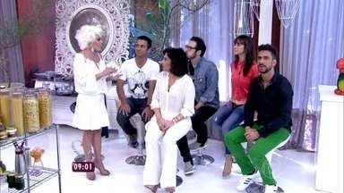 Ana Maria recebe participantes eliminados do Super Chef - Fernando Ceylão, Julio Rocha, Miá Mello, MC Leozinho e Totia Meireles observam desempenho