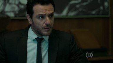 Alex se irrita com Robério - Milionário inventa desculpa para cancelar reunião