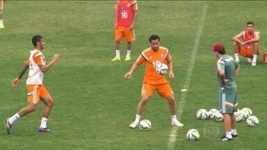 Ainda com virose, Ronaldinho fica fora das duas próximas partidas - Fred treina, mas ainda é dúvida para jogo com o Coritiba.