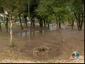 Chuvas provocam estragos em Presidente Prudente - Parque do Povo foi uma das áreas da cidade afetadas pelo temporal nesta terça-feira (8).