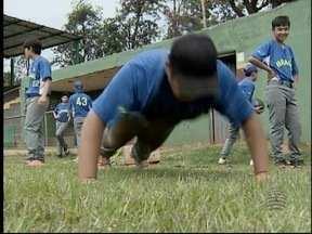 'Toque de mãe' garante energia para treinos de beisebol - Seleção Brasileira Sub-14 está 'em família' em Pres. Prudente.