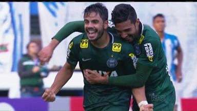 Mesmo depois de sair da ZR, Henrique nega relaxamento no Coritiba - Coxa não perde há seis jogos e contou com os gols do atacante para sair da zona de rebaixamento na última rodada