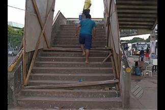 Pedestres ainda usam passarela interditada - Passarela em frente ao Mangueirão será removida do local.