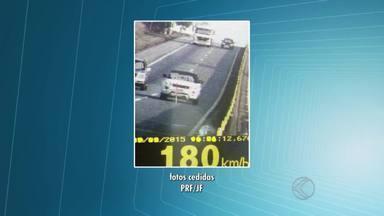 PRF flagra três carros com excesso de velocidade no mesmo minuto em Barbacena - Radar flagrou infrações durante Operação 'Independência'. Balanço aponta mais de 1.660 notificações por excesso de velocidade. PMR divulgou balanço parcial de ocorrências na região no feriado.