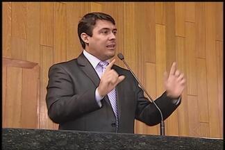 Especialista tira dúvidas sobre o impasse do concurso da Fundasus em Uberlândia - Advogado João Joaquim esclarece a respeito da forma de contratação. Concurso foi pauta na reunião da Câmara dos Vereadores nesta terça-feira (8).