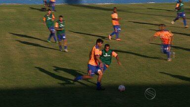 Confiança treina no feriado para encarar o Vila Nova - Confiança treina no feriado para encarar o Vila Nova