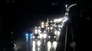 Feriado de 7 de setembro registra uma morte nas estradas de Sorocaba e região - Uma morte foi registrada nas estradas durante o feriado de 7 de setembro. No sistema Anhanguera/Bandeirantes passaram 704 mil veículos nesse período. Foram registrados 88 acidentes com 44 feridos. Ninguém morreu. No sistema Castello/Raposo, o movimento foi 7,5% acima do esperado e 545 mil veículos circularam pelas rodovias. Foram registrados 51 acidentes com 21 vítimas e uma morte.