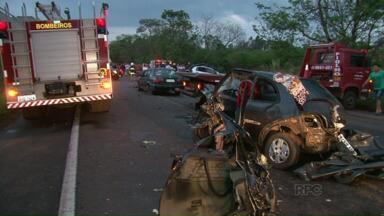 Cafezal do Sul em luto pela morte de quatro pessoas da mesma família - Os quatro familiares morreram em um acidente na PR-468, perto de Alto Piquiri. Sete pessoas morreram neste acidente.