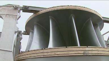 Megaoperação transporta rotor de turbina de usina hidrelétrica fabricado em Araraquara, SP - Funcionários tiveram muito trabalho para retirar a peça de 816 toneladas do Pátio da indústria.