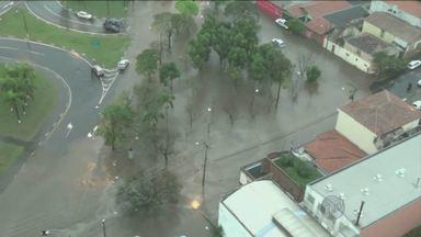 Chuva intensa causa estragos na região de Campinas, SP - Problemas foram registrados em cidades como Americana (SP), Campinas (SP) e Sumaré (SP) por conta das condições climáticas.
