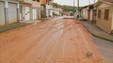 Moradores do bairro São Vicente em Areado (MG) reclamam de obra no local - Moradores do bairro São Vicente em Areado (MG) reclamam de obra no local