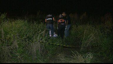 Corpo de homem encontrado em Santa Rita, na Grande João Pessoa, ainda não foi identificado - De acordo com a policia, um tratorista encontrou o corpo já em estado de decomposição.