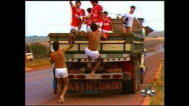 Baú do Esporte: Vila Nova e Goiás enfrentam problemas em viagens - Tigrão tem ônibus quebrado, mas chega a Rio Verde em 1985. Verdão teve o mesmo problema em 2007, antes de enfrentar o Mineiros.