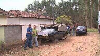Prefeitura de Santa Rosa de Viterbo começa a retirar carros abandonados das ruas - Decisão que passou a valer nesta quarta-feira (9) não agradou os donos dos veículos.
