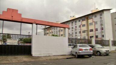 Mulher é presa suspeita de planejar o assassinato do idoso vizinho em Fortaleza - CETV entrou na casa onde idoso morava.