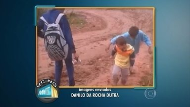 Chuva causa transtorno a moradores do bairro Duque de Caxias II, em Betim - Um telespectador fez o registro e mandou para o WhatsApp do MGTV.