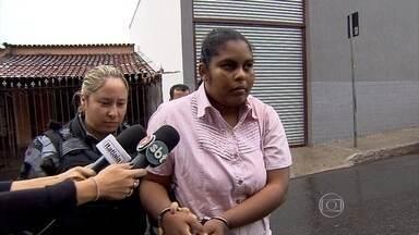 Mulher acusada de matar filho e esconder corpo em sofá é julgada em Ibirité - Segundo a polícia, a jovem confessou o crime.