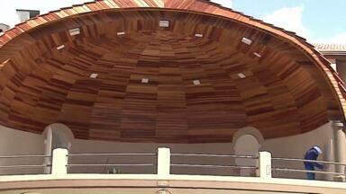 Concha acústica será entregue no sábado com cara nova - O prédio é histórico e já foi palco de muitas apresentações. O local estava em obras desde maio