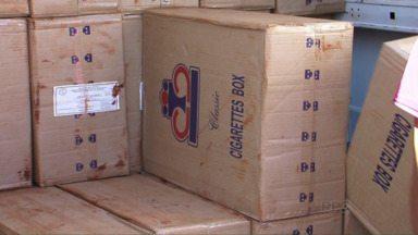 PRF apreende 80 mil maços de cigarro contrabandeado em Porto Vitória - A carga de cigarros era levada em um furgão. Segundo a polícia, o veículo foi roubado em São Paulo e teve as placas adulteradas no Paraná.