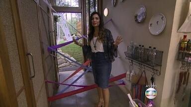 Patrícia Poeta dá dicas de como entreter os filhos nos dias chuvosos - 'Cama de gato' feita com papel na parede é uma ótima brincadeira