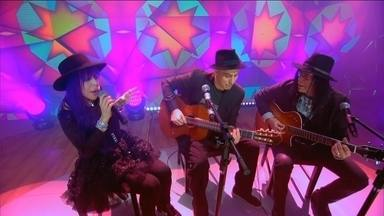 Baby do Brasil, Pedro e Pepeu Gomes cantam juntos no palco do Fantástico - Reunidos pelo filho, Baby do Brasil e Pepeu Gomes revivem uma parceria interrompida há 27 anos. Cantores têm 40 anos de carreira.