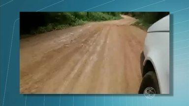 Telespectador reclama de condições de estrada em Resende, RJ - Caio da Costa Freitas fez fotos do estado da pista na Serrinha do Alambari e enviou à produção do RJTV através do Whatsapp; representante do poder público fala sobre problema.