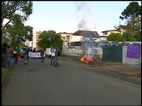 Protesto bloqueia circulação de ônibus urbanos em Erechim, RS - Estudantes se manifestaram contra o aumento da tarifa do transporte coletivo.
