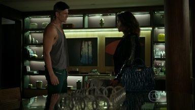 Fanny confronta Anthony sobre sua relação com Maurice - Modelo afirma que está se sacrificando pela agência