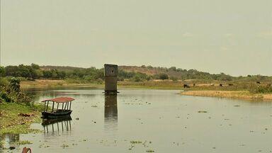 Produtores rurais desviam água de rio no Ceará para uso particular - Com a seca, uso de água no Ceará é reservado ao consumo humano.