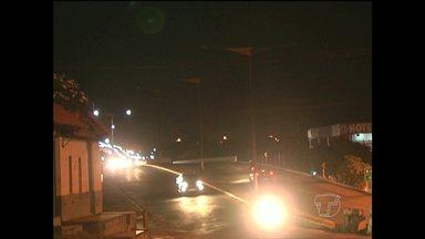 Vídeo mostra escuridão em trecho do viaduto em Santarém - Situação representa risco de acidentes.