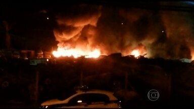 Incêndio destrói 70 carros na Região Metropolitana de Belo Horizonte - O fogo começou de madrugada, num pátio da Prefeitura de Nova Lima para veículos apreendidos. Ninguém ficou ferido. As causas estão sendo investigadas, mas a principal suspeita é de incêndio criminoso.
