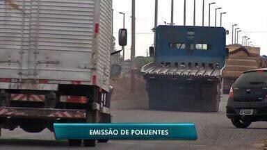 Veículos de carga são fiscalização para checagem do nível de emissão de poluentes - Veículos de carga são fiscalização para checagem do nível de emissão de poluentes