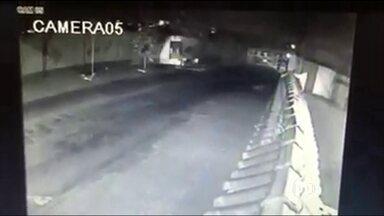 Menino de 17 anos confessa ter matado jovem no Rio de Janeiro - Segundo a polícia, o menor confessou que, em julho, tentou roubar a moto de Tamires da Cunha Amaral, de 18 anos, em São João de Meriti. A moça se assustou, acelerou a moto e o menor disparou um tiro.