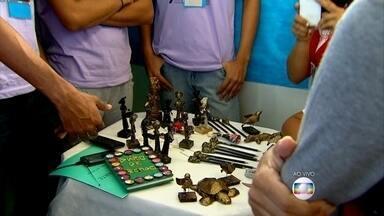 Alunos mostram suas invenções em escola na Vila da Fábrica - Lançamento de foguete feito de sucata é destaque na Expotec.