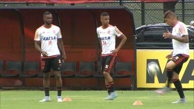 Flamengo e Vasco se preparam para clássico de domingo (27) no Maracanã - Enquanto o Gigante da Colina tenta fugir da zona de rebaixamento, o rubro-negro carioca tenta voltar ao G-4.