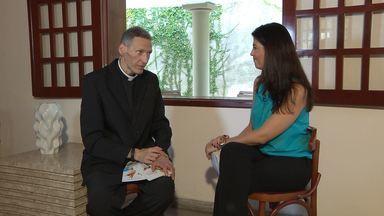 Padre Marcelo Rossi fala sobre como enfrentou a depressão - Numa conversa franca com a apresentadora Carla Arantes, Padre Marcelo Rossi falou sobre como tratou a doença.