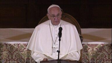 Papa Francisco encerra viagem aos Estados Unidos com discurso forte - O papa lamentou os abusos cometidos por padres. Uma multidão se reuniu na Filadélfia para acompanhar a missa de Francisco.
