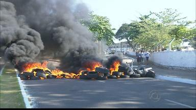 Funcionários e comerciantes da Empasa de João Pessoa reivindicam segurança - Um comerciante foi baleado por um assaltante e os funcionários resolveram protestar por mais segurança.