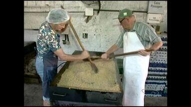 Moradores preparam a Festa da Polenta em Venda Nova, Sul do ES - Festa começa nesta sexta-feira (2).