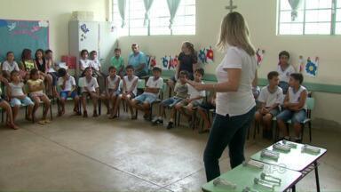 Sexta feira foi dedicada à conscientização numa escola do Três Lagoas - Famílias puderam aproveitar também para pedir o CPF dos filhos e fazer o cartão SUS