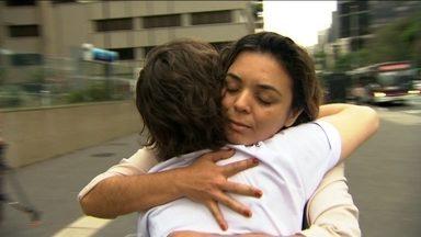 Confira os momentos de gentileza que surpreenderam quem passou pela Avenida Paulista - O criadores do projeto Kind Me -- traduzindo para o português Seja Gentil - fizeram uma ação na Avenida Paulista.