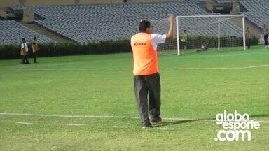 Técnico Flávio Araújo se mostrou participativo durante o jogo contra o Estanciano - Técnico Flávio Araújo se mostrou participativo durante o jogo contra o Estanciano