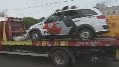 Policiais ficam feridos após capotarem viatura na marginal da Anhanguera, em Campinas - A viatura da PM estava a caminho de uma ocorrência. O trânsito no local ficou interditado durante 20 minutos.