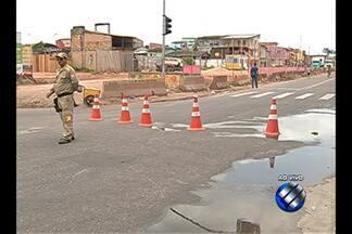 Motoristas reclamam de trânsito com a interdição da av. Bernardo Sayão, em Belém - Interdição iniciada nesta segunda (5) foi necessária para a realização de obras de macrodrenagem na Bacia do Tucunduba.