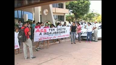 Agentes de saúde e endemias fazem ato em frente à Prefeitura de Santarém - Eles queriam ser recebidos pelo prefeito na manhã desta segunda (5).
